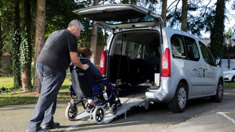 Photo de l'activité transport de personne à mobilité réduite des Ateliers de Mons